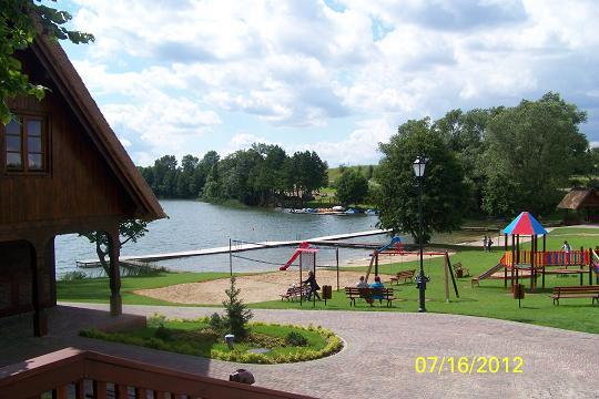 Wczasy rodzinne z wygodami nad jeziorem
