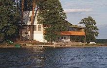 tani wypoczynek z rodziną nad jeziorem