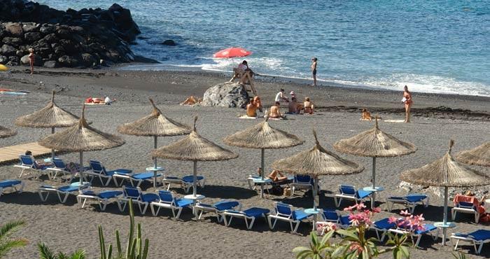 Apartament z basenem na Teneryfie. Leży przy plaży w Callao Salvaje. Maksymalnie dla 2 osób.