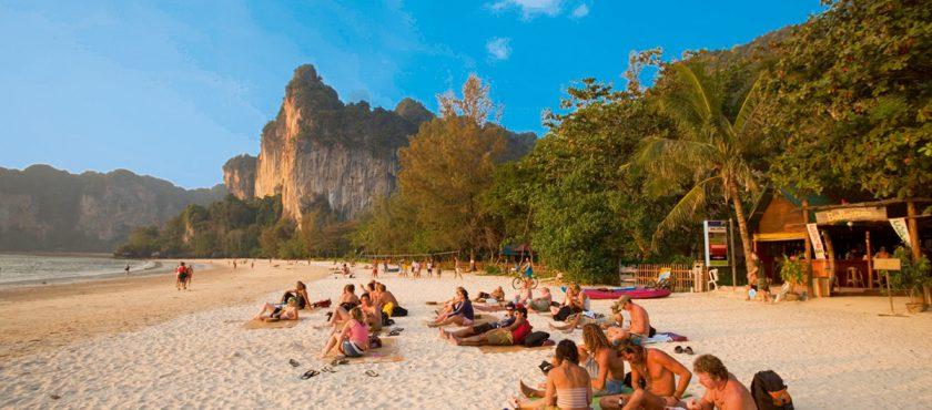 Zwiedzaj i wypoczywaj! Tajska uczta dla ducha!