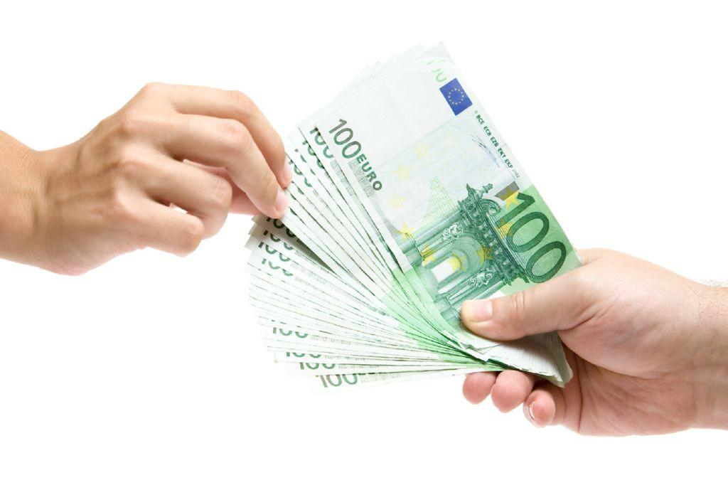 oferuje pożyczki pomiędzy specjalnymi, bardzo szybkimi i atrakcyjnymi stopami procentowymi